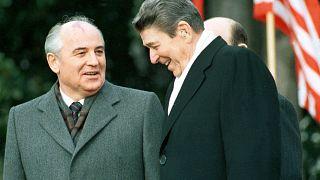 الرئيس الأمريكي رونالد ريغان والزعيم السوفييتي ميخائيل غورباتشوف-ديسمبر1987