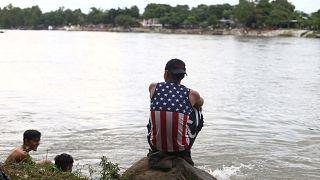 Mexikó: hondurasi migránsokat engedtek be