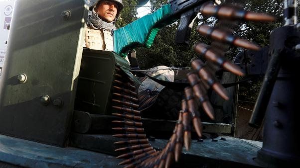 جندي أفغاني يحرس مكتب اقتراع بالعاصمة كابول