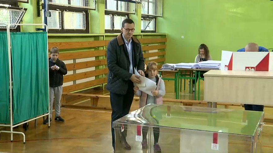 Urne aperte per le amministrative in Polonia