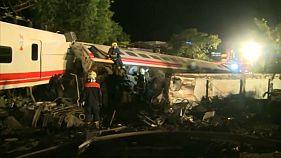 Descarrilamento de comboio em Taiwan faz 22 mortos