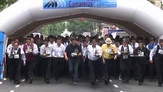 """Empregados de mesa """"correm"""" pelas ruas de Buenos Aires"""