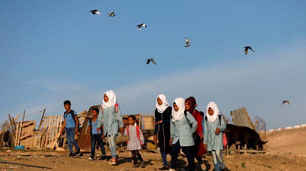 Egyelőre nem telepítik ki a ciszjordániai beduin falu lakóit
