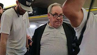 Fekete nőt sértegetett a repülőn egy fehér utas
