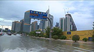 فيصانات وسيول في قطر بسبب الأمطار القياسية