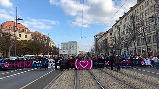 """Herz statt Hetze"": Mehr als 10.000 in Dresden gegen Pegida - 10 Fotos und Tweets"