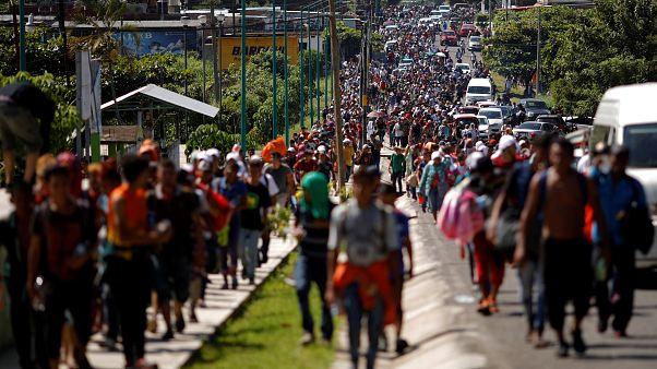 Desesperada caravana de miles de hondureños hacia EEUU