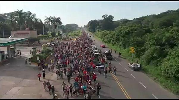 Συνεχίζει το ταξίδι στην Κ. Αμερική το καραβάνι των προσφύγων