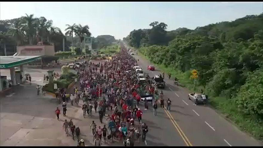 La carovana dei migranti continua il suo viaggio verso gli USA