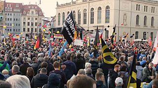 شاهد: مظاهرة لليمين المتطرف وأخرى مناوئة لها في شوارع درسدن الألمانية