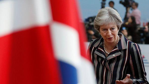 Brexit: Theresa May unterbricht Urlaub, um No-Deal-Szenario zu vermeiden