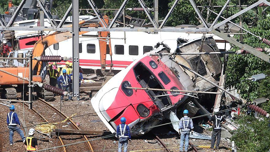 Ταϊβάν: Δεκάδες νεκροί μετά από εκτροχιασμό τρένου