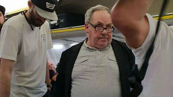 حمله «نژادپرستانه» یک مرد به زن سالخورده در هواپیما