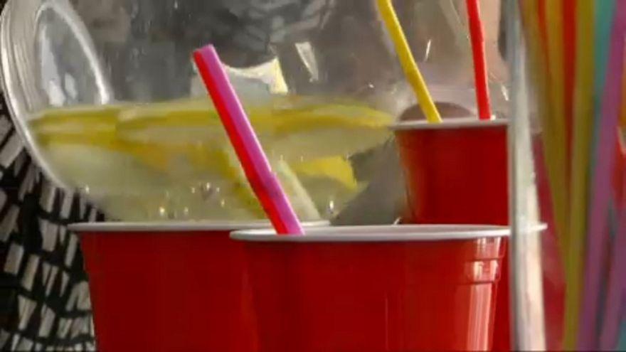 Propuesta al alza de la Eurocámara para restringir el plástico de un solo uso