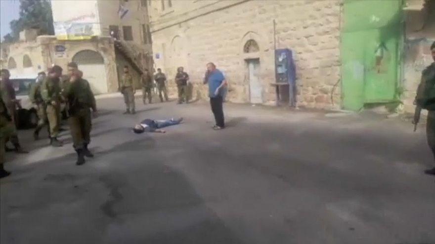 شاهد: الجيش الإسرائيلي يقتل بالرصاص  فلسطينيا حاول طعن جندي