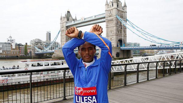 L'olimpionico Feyisa Lilesa torna nella sua Etiopia