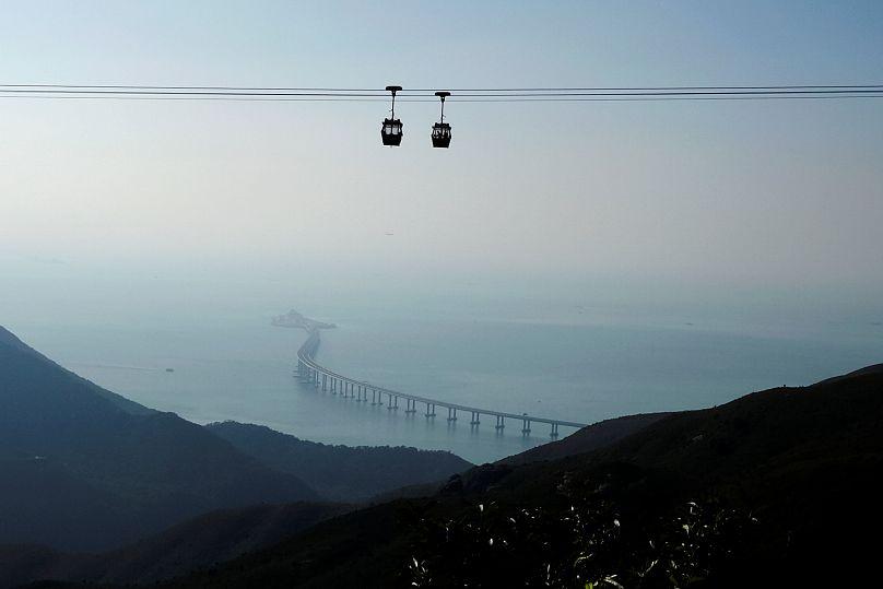 Apre il ponte sospeso sul mare più lungo del mondo