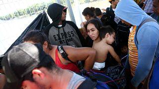 Caravana de migrantes avança em direção aos EUA
