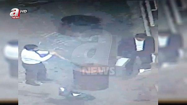 شاهد: إحراق أوراق داخل القنصلية السعودية في اسطنبول بعد اختفاء خاشقجي