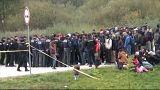 Migrantes retidos na fronteira entre a Bósnia e a Croácia