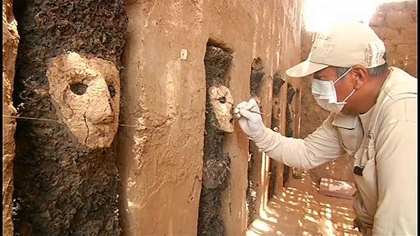 شاهد: العثور على منحوتات خشبية شمال بيرو يعود تاريخها لما قبل 800 عام