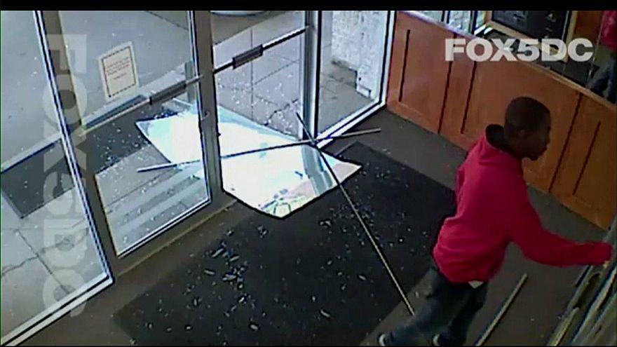 فيديو: إطلاق النار على شخص حاول الدخول إلى محطة تلفزيونية محلية
