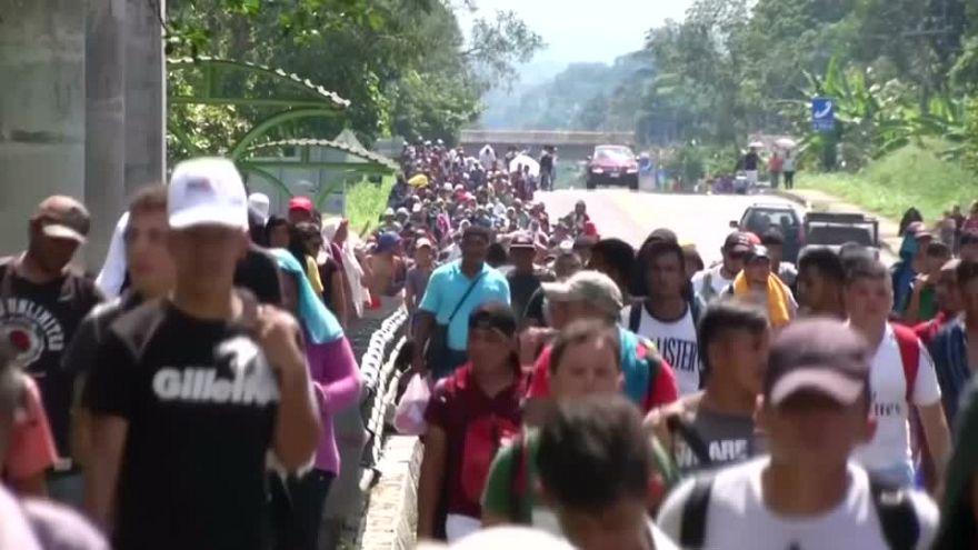 Πλησιάζει τις ΗΠΑ το καραβάνι των 7.000 μεταναστών, απειλεί ο Τραμπ