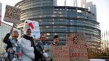 Manifestation contre le plastique devant le Parlement européen