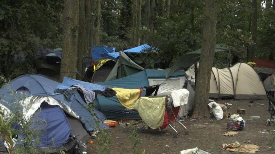 La policía desmantela un campamento de 1800 inmigrantes en el norte de Francia