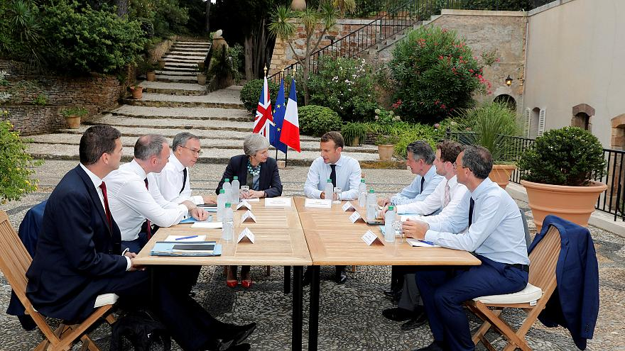 Emmanuel Macron recebe Theresa May no Forte de Brégançon para debater o brexit