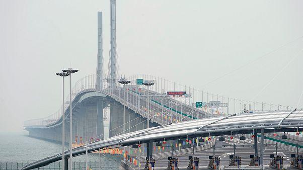 Megnyílt a világ leghosszabb tengeri hídja