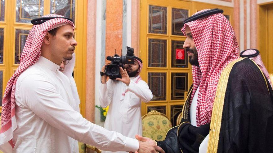 العاهل السعودي وولي العهد يقدمان العزاء لأسرة خاشقجي