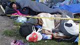 Migrantes duermen al raso en Bosnia para poder cruzar la frontera croata hacia la Unión Europea