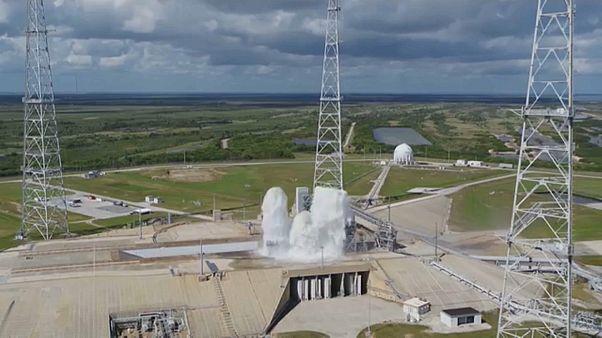شاهد: ناسا تغمر صاروخاً عند إطلاقه بـ450 ألف غالون ماء خلال دقيقة!