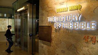 """متحف الكتاب المقدس في واشنطن يعلن أن أجزاء من لفائف البحر الميت """"مزيفة"""" ويقرر استبدالها"""