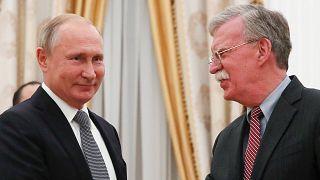 Путин и Болтон: оливки и стрелы