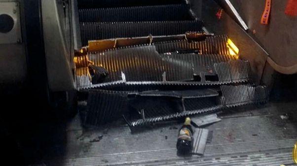 El hundimiento de una escalera mecánica siembra el pánico en el metro de Roma