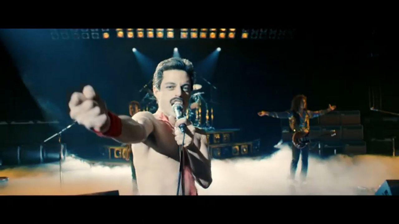 Rami Malek als Freddie Mercury während eines Konzerts im Film