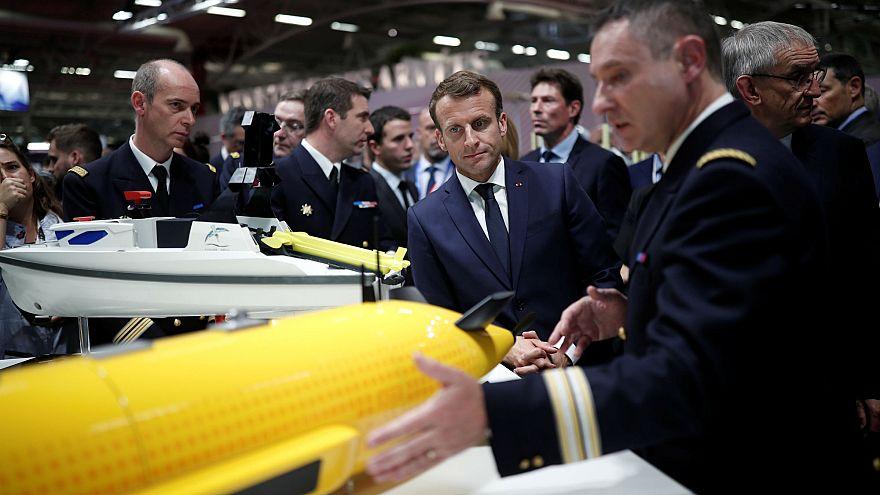 Macron Suudi Arabistan'a silah satışıyla ilgili soruları geçiştirdi