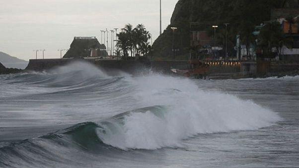 Tempestade Willa diminui de intensidade