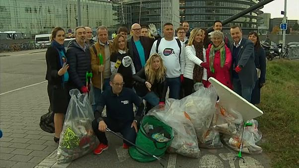 MEPs take part in plastic cleanup to mark World Cleanup Day