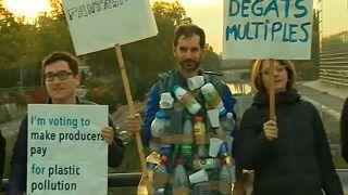 Avrupa Parlamentosu vekilleri çöp topladılar