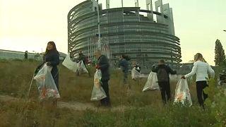 Politikusok szedték a szemetet Strasbourgban
