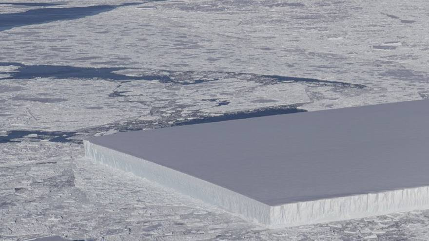 [Vídeo] Un extraño iceberg rectangular en la Antártida