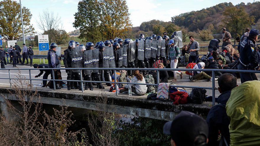 Menekültek csaptak össze rendőrökkel a horvát-bosnyák határon