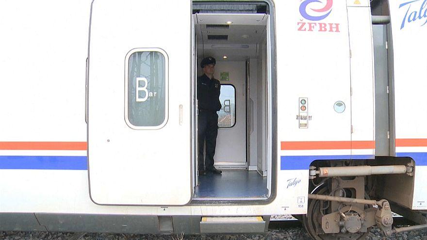 Aussteigen verboten: bosnische Polizei setzt Migranten in Zug fest