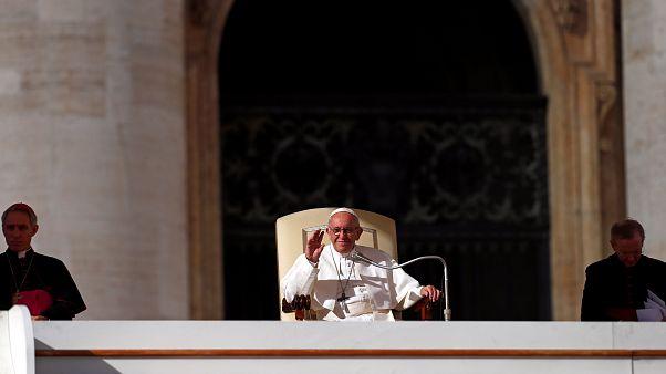 O Papa Francisco de visita à Irlanda no meio de nova vaga de escândalos sobre abusos sexuais