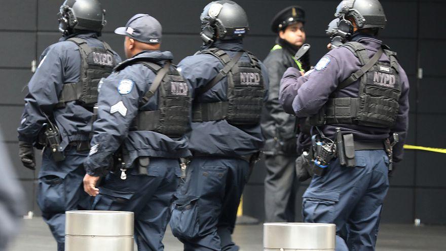 شرطة نيويورك تخلي مبنى تايم وارنر وتعلن الطوارئ بسبب طرد مشبوه