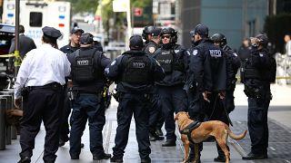 Poliziotti davanti al Time Warner Center di New York