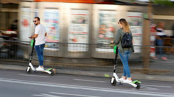 مادرید: راندن اسکوتر برقی در پیادهروها ممنوع